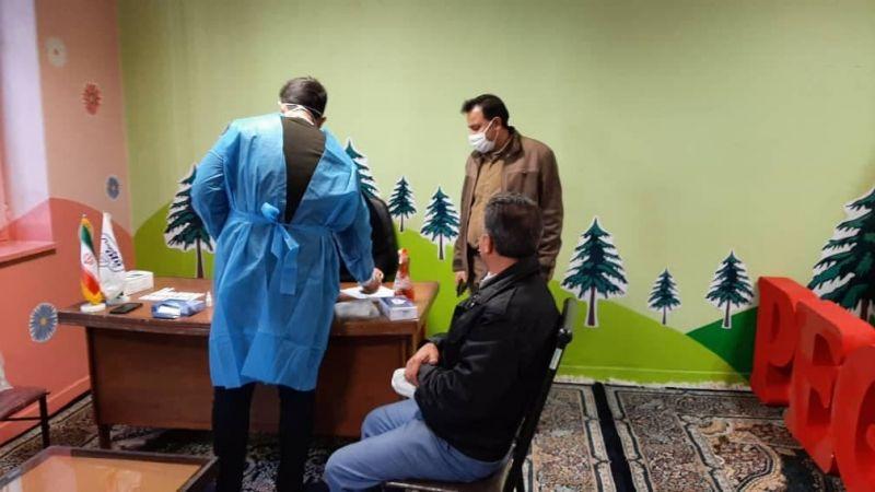 انجام آزمایش تشخیص کرونا در شرکت توزیع پگاه