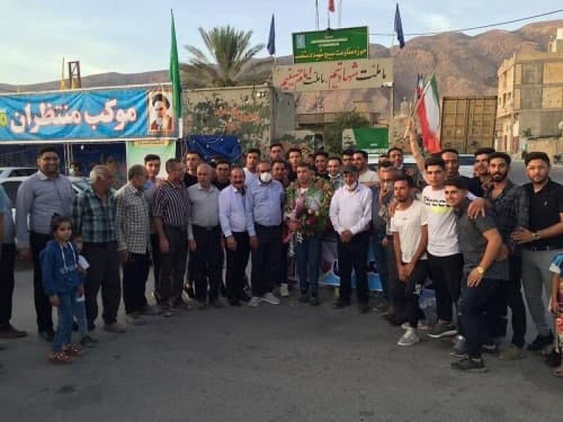 استقبال مردم شهرستان اکبرآباد از قهرمان ملی ایران عباس فتحی