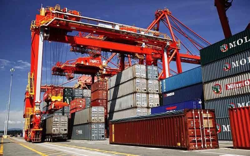 تأمین و واردات کالاهای اساسی با رعایت استاندارد ملی و بینالمللی و سختگیرانهترین شرایط سلامت کالا