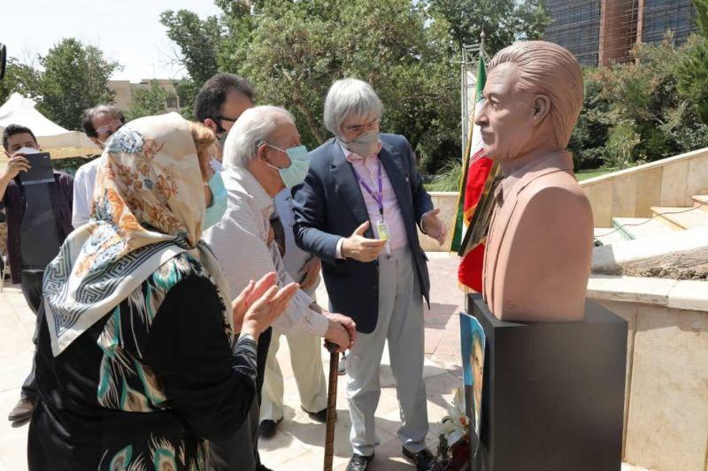 سردیس استاد قنبری مهر در بوستان شقایق مهر رونمایی شد