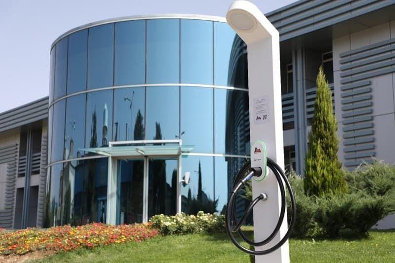 لمس کارایی و خلاقیت با شارژر خیابانی خودرو برقی مپنا