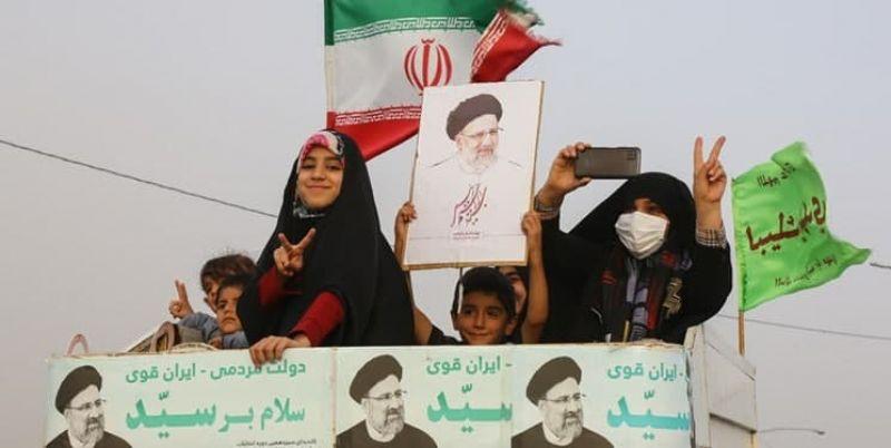 بیانیه ۲۶۰۰ خانواده شهید در تجلیل از ملت ایران برای خلق حماسه در انتخابات ۱۴۰۰